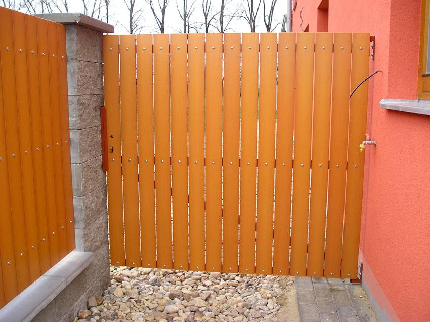 montaż ogrodzenia panelowego z podmurówką